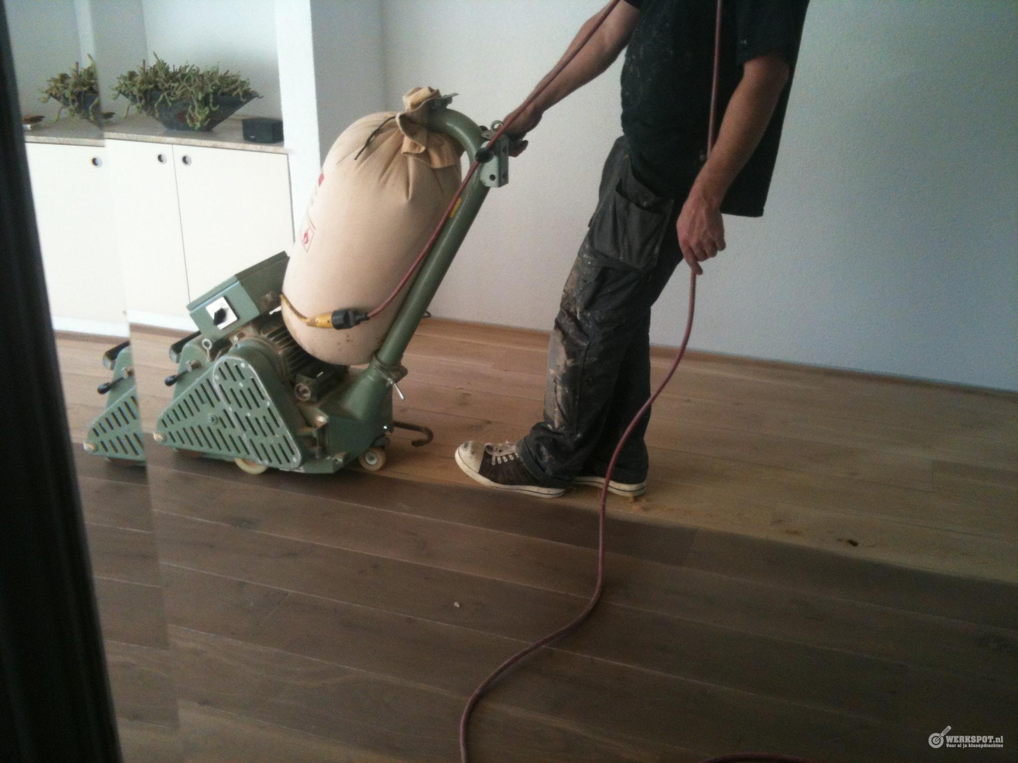 9m2 eiken vloer leggen en 88m2 schuren en in de olie zetten. werkspot