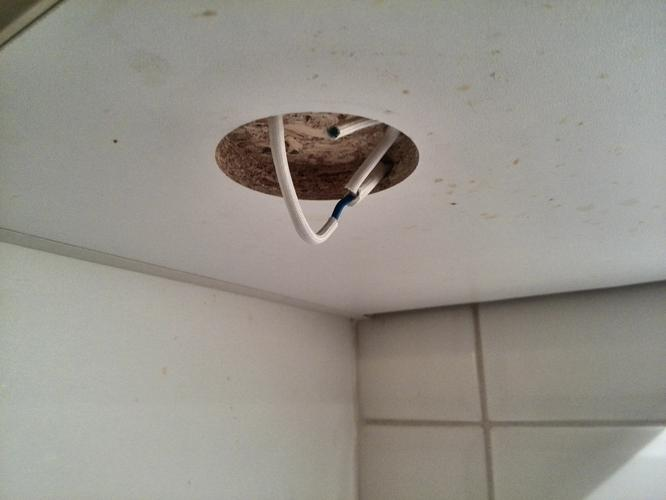 Inbouwspots onder keukenkastjes vervangen werkspot