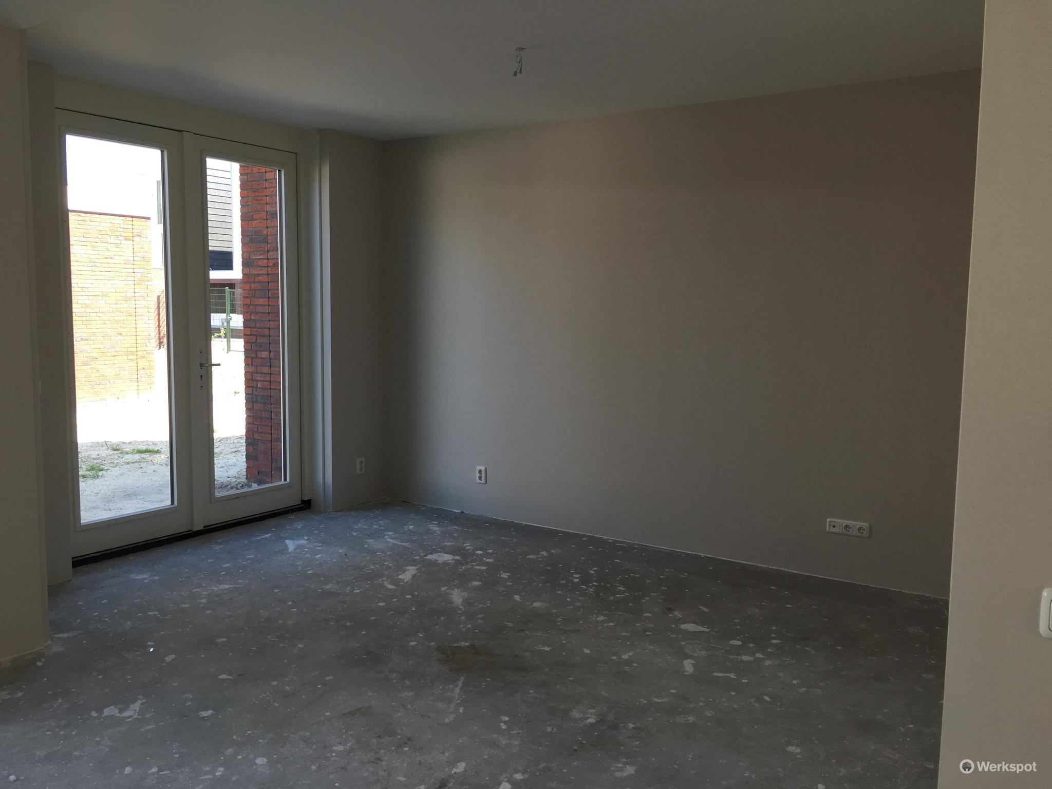 300 m2 renovlies behang aanbrengen in nieuwbouw woning