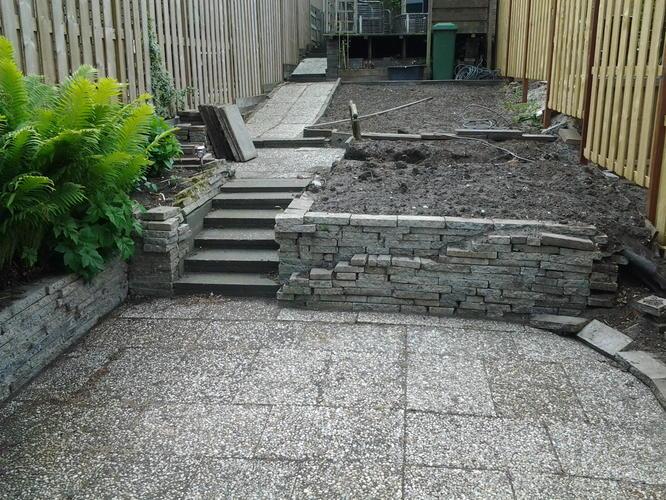 Gedeeltelijk ophogen en betegelen tuin offerte werkspot for Trap tuin aanleggen