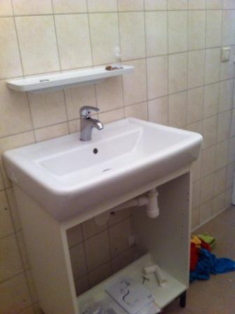 Recht douchewand plaatsen plaatsen ikea badkamermeubel for Wastafel aansluiten