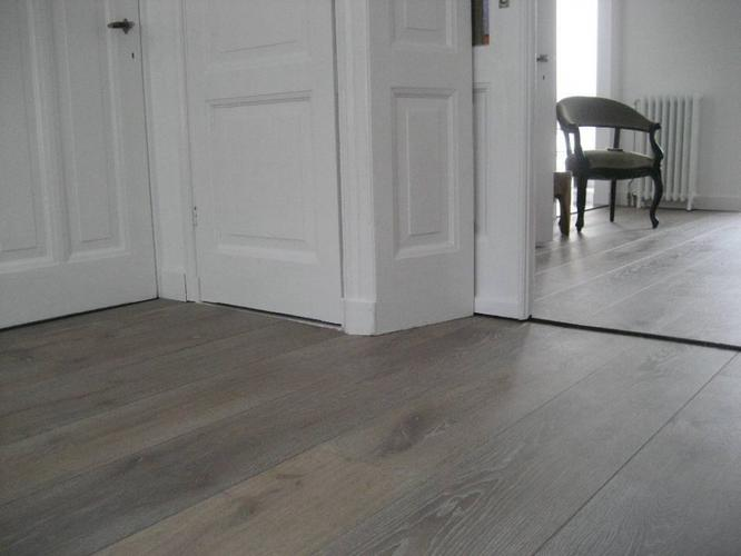 Multiplank houten vloer woonkamer en keuken schuren en olien ...