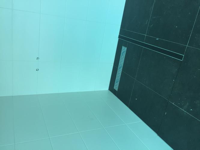 Badkamermeubel douchewand plaatsen werkspot