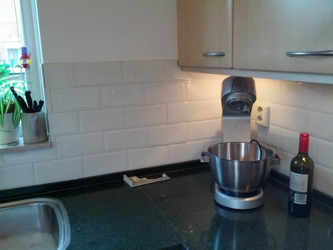 Tegels keuken vervangen werkspot - Keuken met cement tegels ...