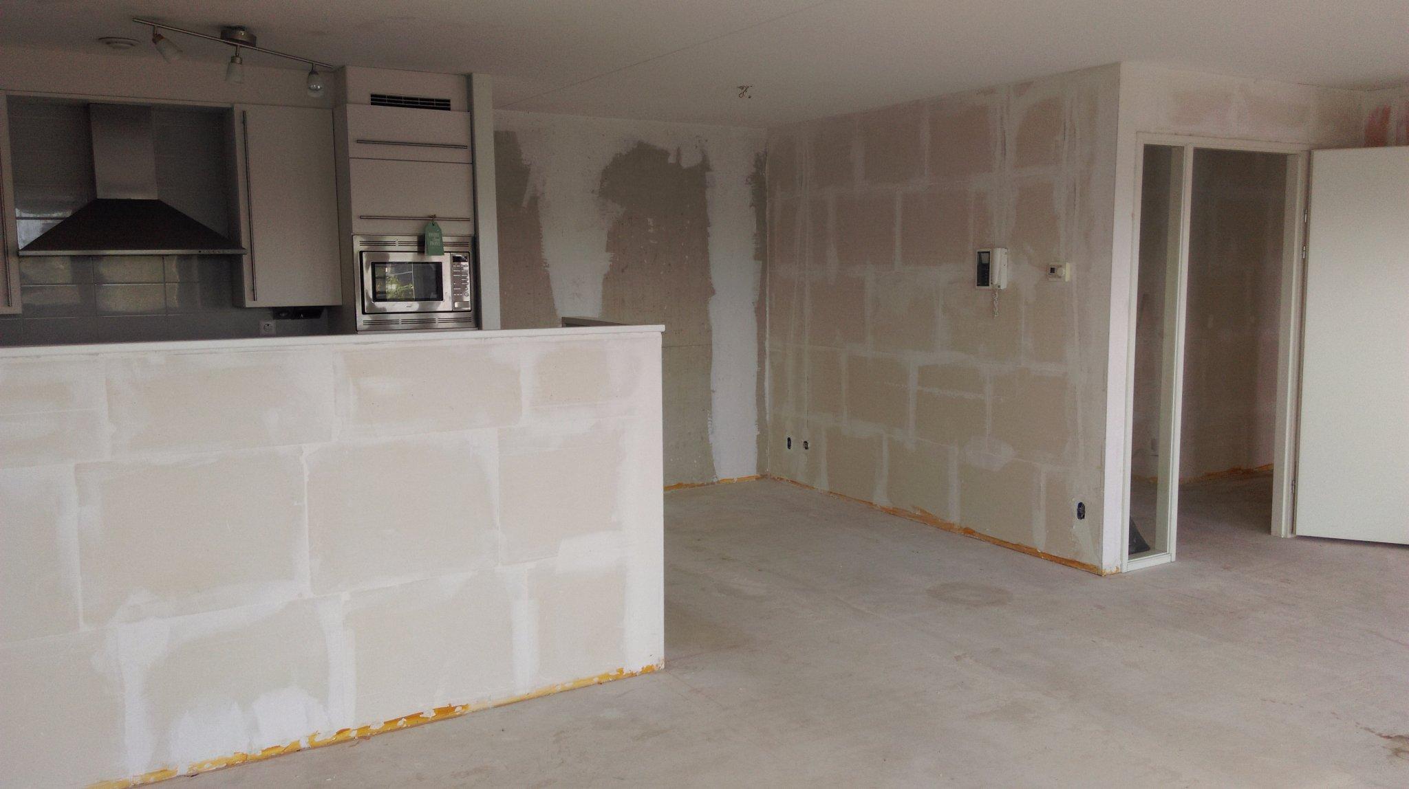 Behangen 140 m2 vliesbehang op betonnen en gipsblokken for Kostprijs behangen per m2