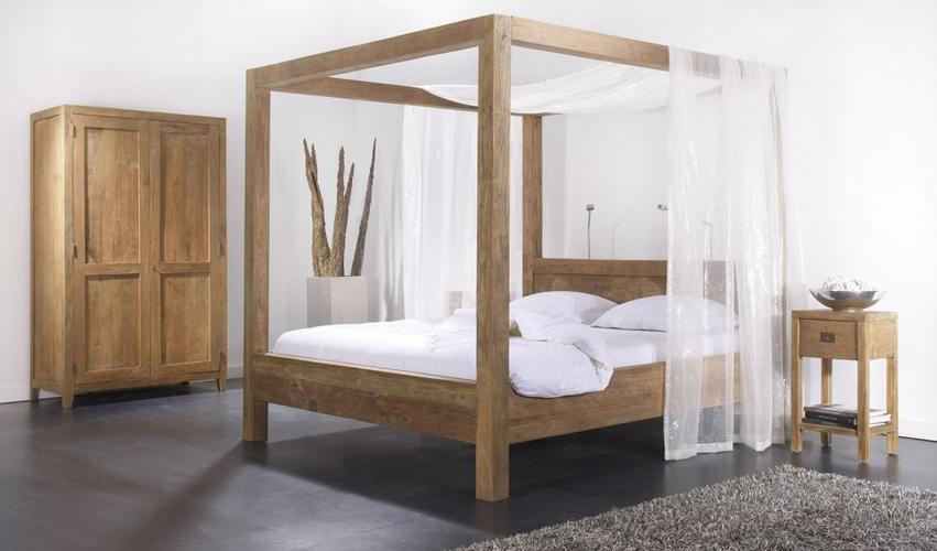 Hemelbed In Slaapkamer : Slaapkamer met hemelbed u stockfoto photographee eu