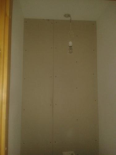 Afwerken geplaatste gipswandjes. Afwerken cementplaten badkamer ...
