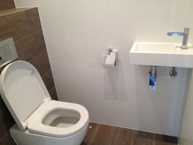 Badkamer toilet en keukenvoorbereiding werkspot for Toilet betegeld