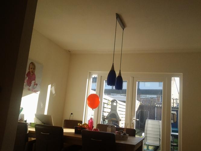 2 lampen ophangen boven de eettafel werkspot. Black Bedroom Furniture Sets. Home Design Ideas