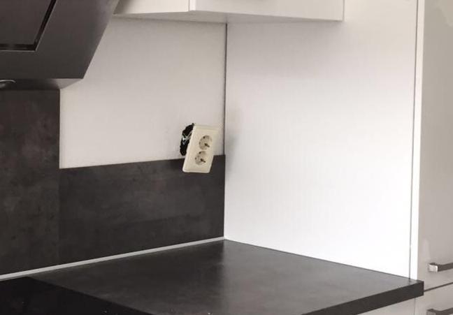 Welp Achterwand in de keuken snijden voor stopcontact - Werkspot JQ-89