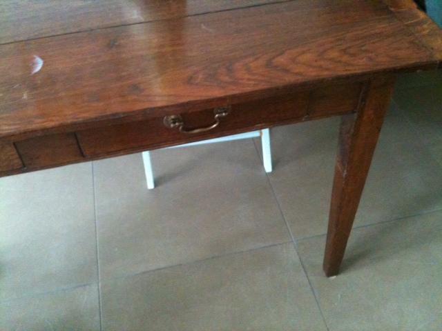 Oude tafel opknappen werkspot