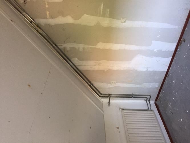 Behangen van 2 kamers met hoog puntdak zie foto 39 s for Renovlies zelf aanbrengen