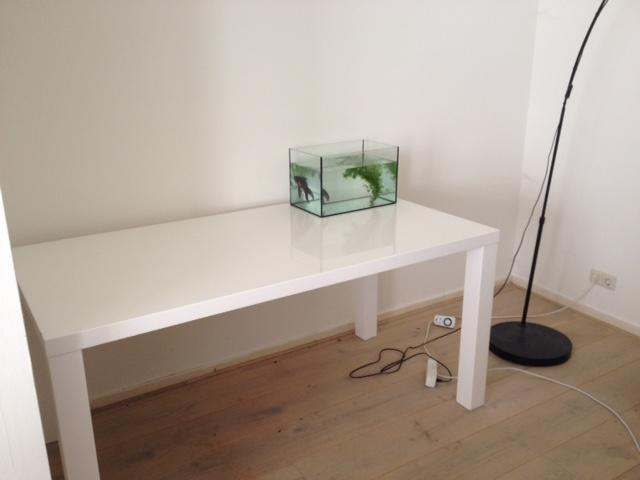 Zwevend Bureau Maken : Wit zwevend bureau maken en plaatsen werkspot