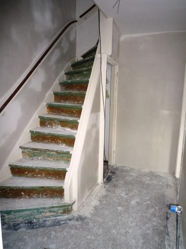 Deuren kozijnen en 2 houten trappen wit schilderen begane grond 1 werkspot - Schilderen muur trap ...