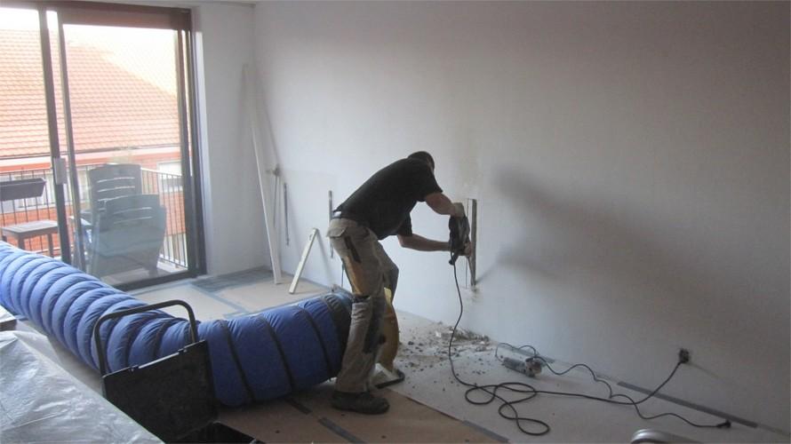 Kabels wegwerken in kabelgoot   Werkspot