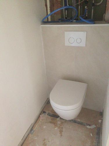Extreem Verlaagd plafond + deurtje in toilet - Werkspot LN61