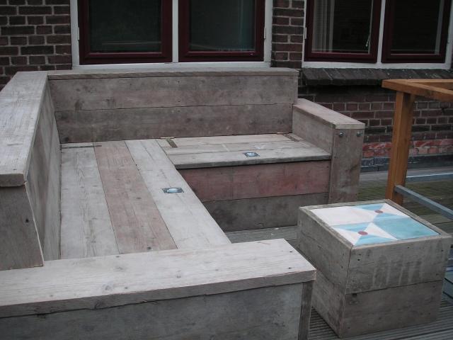Houten hoekbank voor buiten werkspot for Houten trap voor buiten