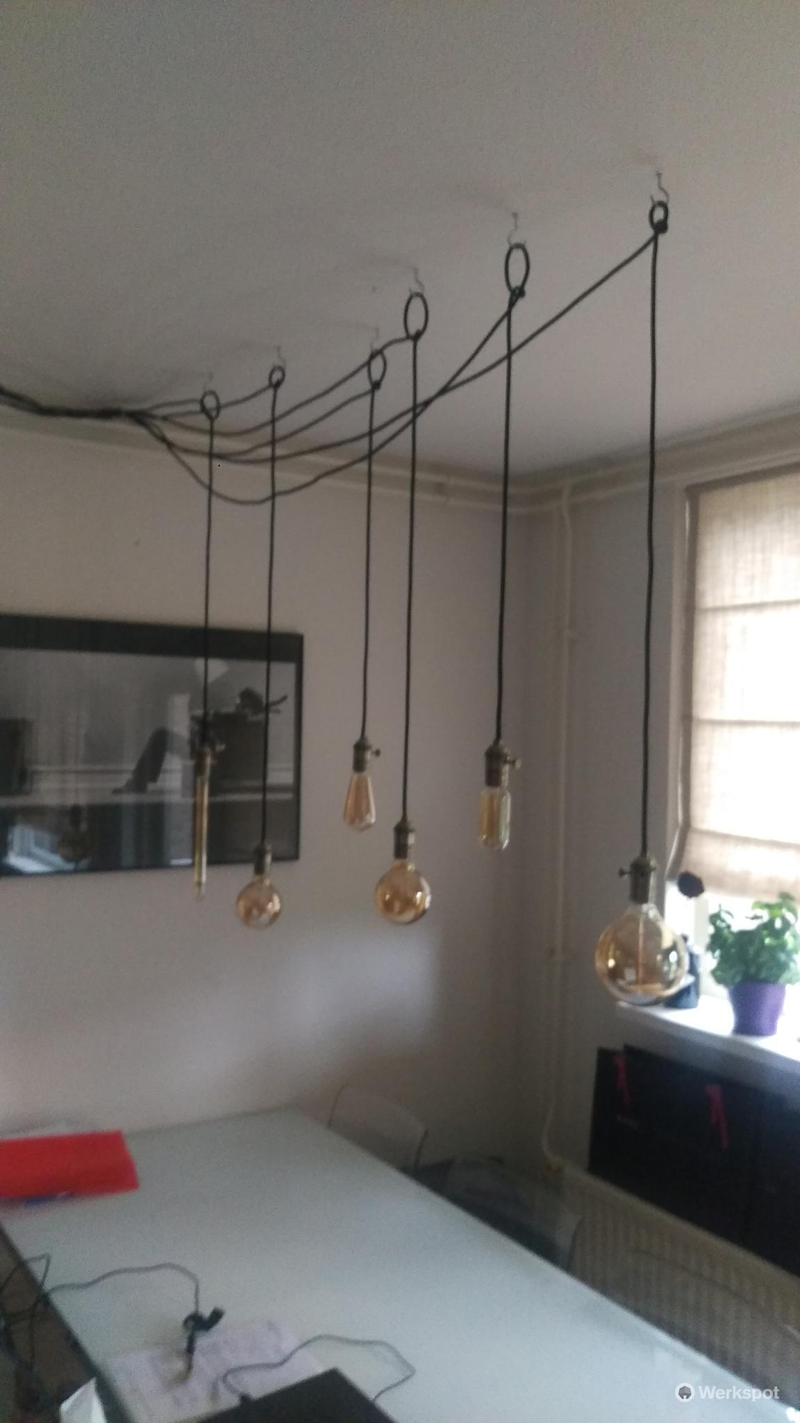 5 losse lampen, met haken ophangen boven de eetkamer tafel.. Een lo ...