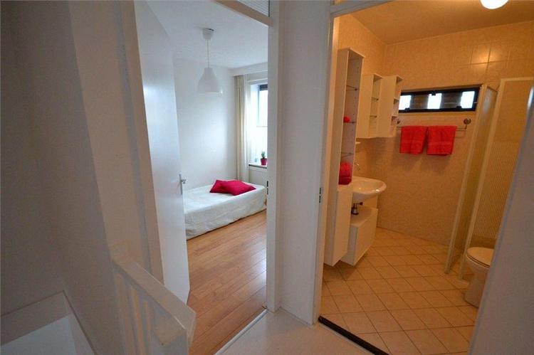 Nieuwe badkamer plaatsen (Tegelen, douche, toilet, radiator, wasbak ...