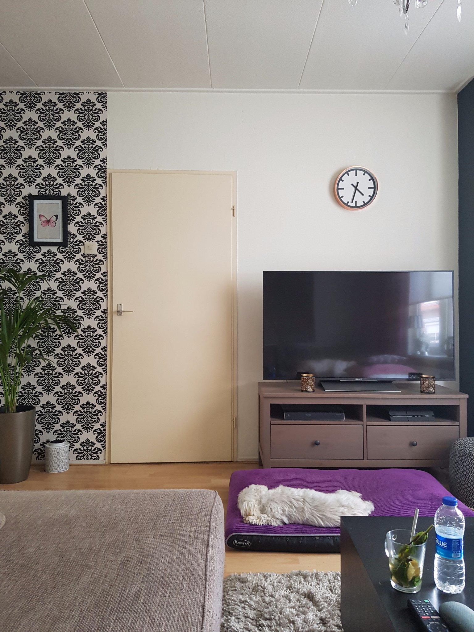 Behangen hoekmuren woonkamer werkspot for Gipsplaten behangen met vliesbehang