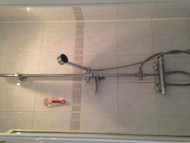 Last van vieze voegen in de badkamer zo los je dit makkelijk op