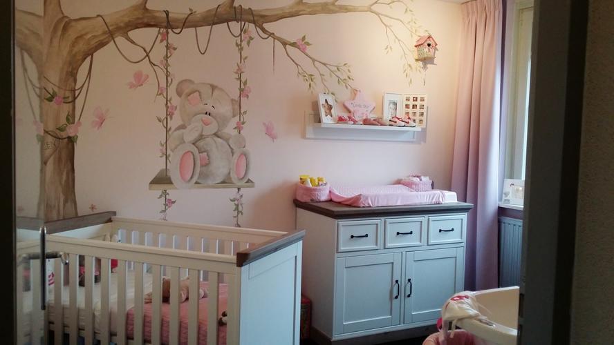 Behang Boom Kinderkamer : Muurschildering babykamer werkspot