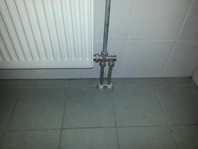 Tegelvloer egaliseren & leggen flexfloor behalve in douche - Werkspot