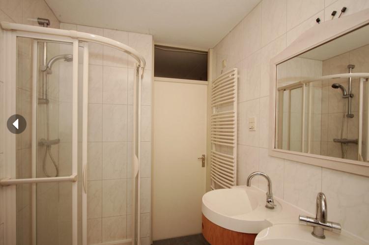 Badkamer Betegelen Kosten : Badkamer en toilet betegelen en inloopdouche maken werkspot