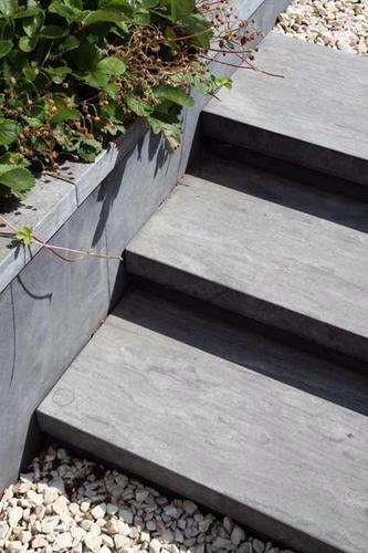 Trap aanleggen naar voordeur inclusief beplanting werkspot for Trap tuin aanleggen