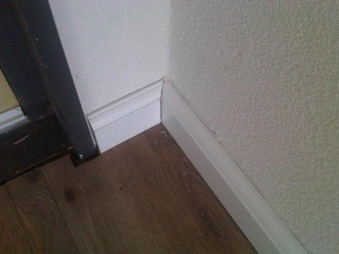 Afplinten hoge plinten laminaat   Werkspot