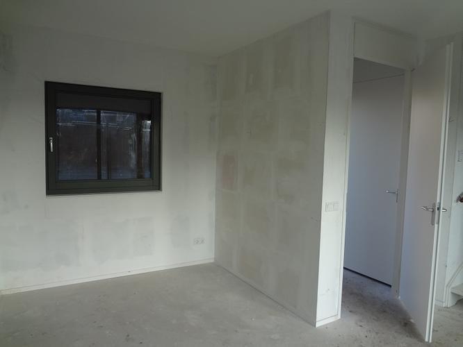 Muren witten 160m2 nieuwbouw behangklaar werkspot for Behangklaar