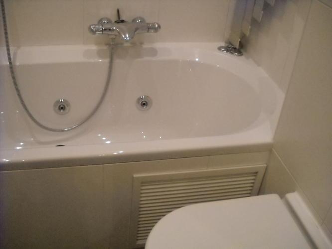 oorzaak lekkage onder bad vaststellenrepareren en
