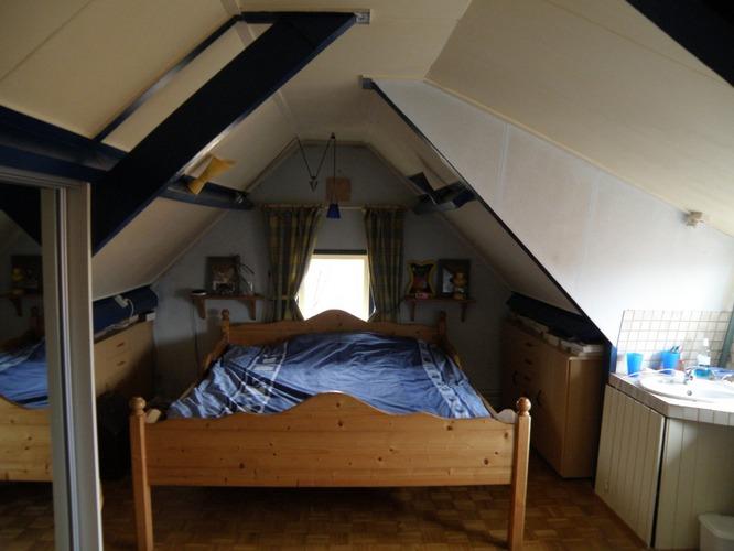 Opknappen slaapkamer met schuin dak en balkenplafond werkspot - Slaapkamer met zichtbare balken ...