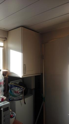 Folie keukenkastjes verwijderen en schilderen - Werkspot