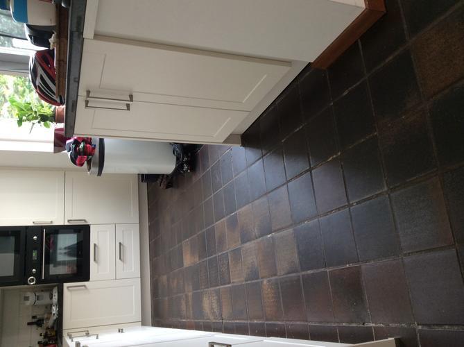 Vloer keuken en hal betegelen met egale aansluiting op for Keuken op houten vloer