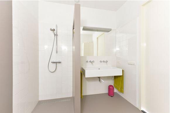 Tegelen badkamer en wc een aantal bijkomende werkzaamheden. werkspot