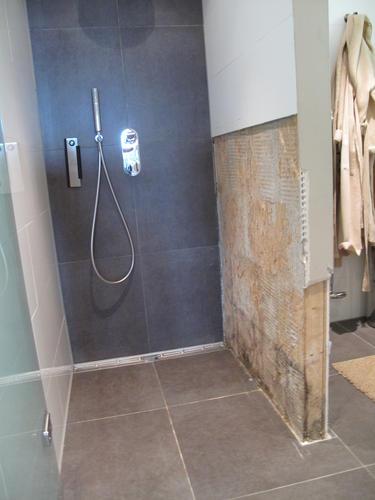 reparatie van een betegelde muur - werkspot, Badkamer