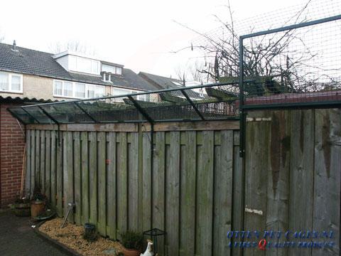 Tuin catproof maken dmv omheining met gaas maken boven de schuttingen werkspot - Hoe om te beseffen een tuin ...