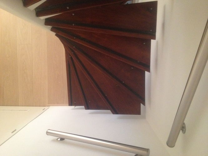 Nieuwe houten traptreden werkspot for Wat kost een vlizotrap