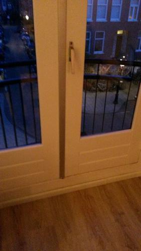 Geliefde Plint in het raam kozijn en binnenkant balkon deur opening aan de SI73