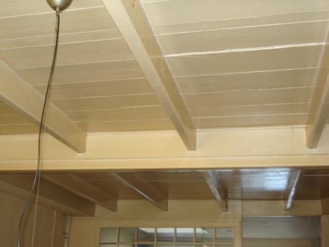 Schilderen houten plafond werkspot - Houten balkenplafond ...