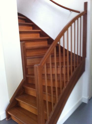 hardhouten trap schuren en lakken werkspot On hardhouten trap lakken