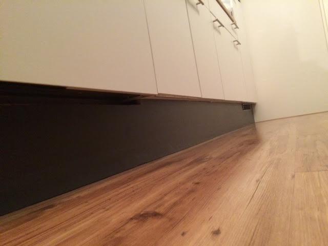 Nieuwe plint onder keuken leveren en plaatsen werkspot