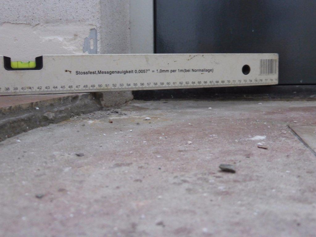 Tegels in cement uit hal verwijderen werkspot for Tegels bodegraven