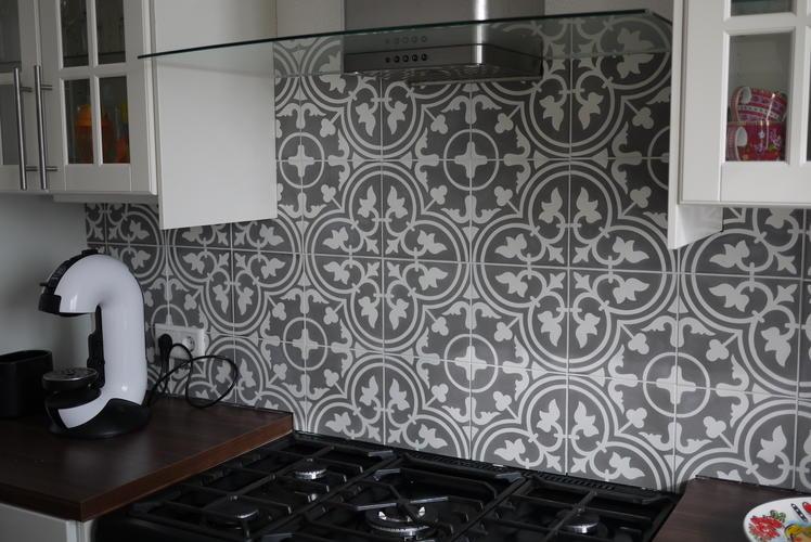 Portugese Tegels Toilet : Portugese tegels zetten achterwand keuken werkspot