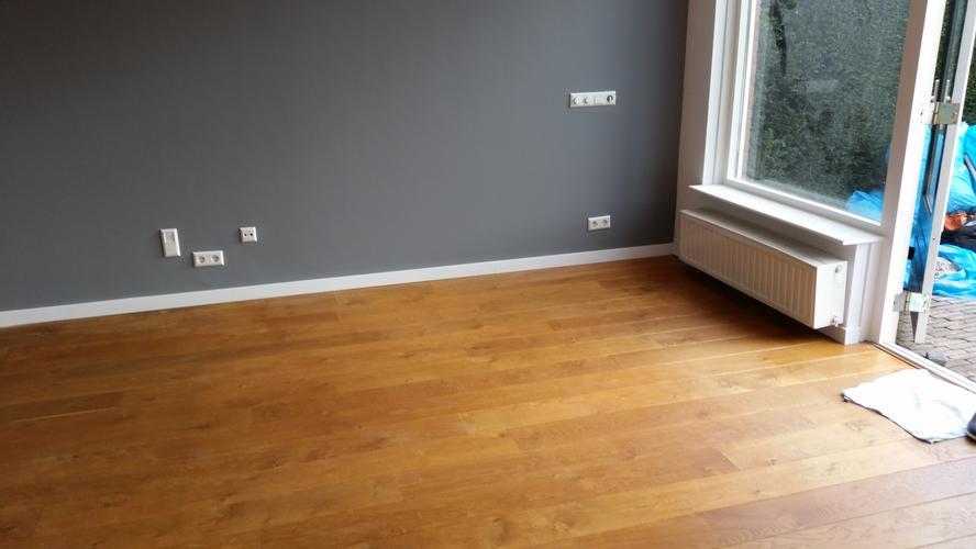 Kleurolie Houten Vloer : Houten vloeren schuren en in de kleur olie advies werkspot