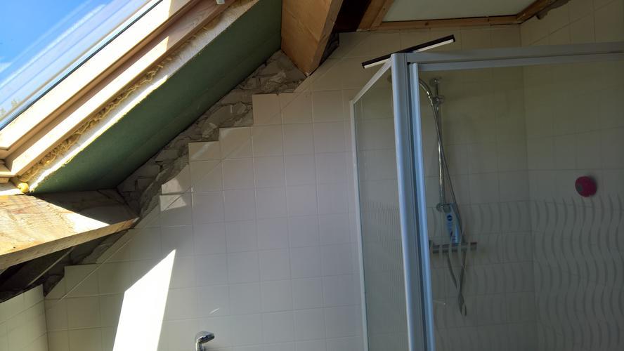 Badkamer Met Dakkapel : Complete badkamer installeren dakkapel plaatsen werkspot