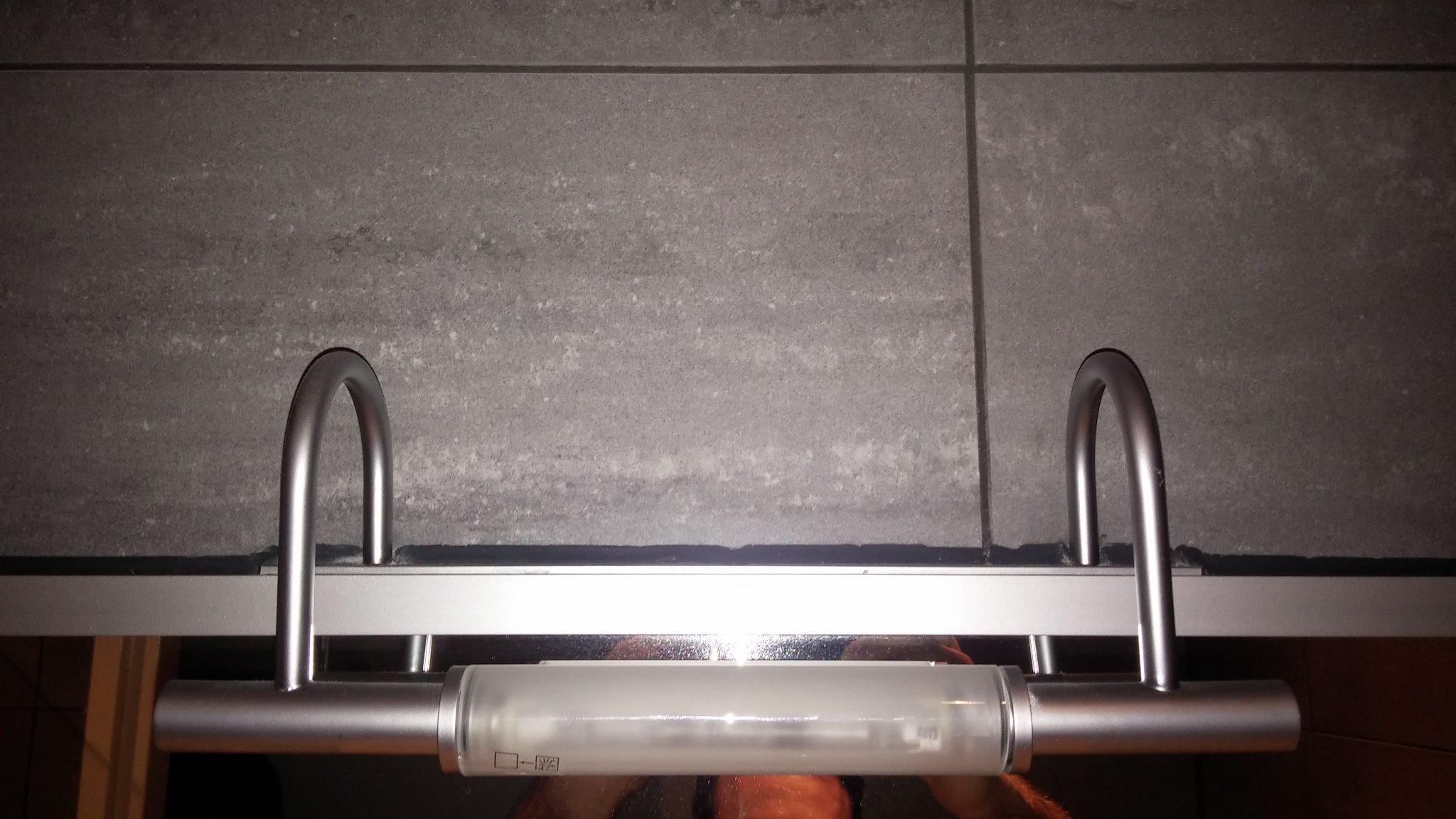 Badkamerlamp Boven Spiegel : Badkamerlamp boven spiegel vervangen lamp boven de spiegel in