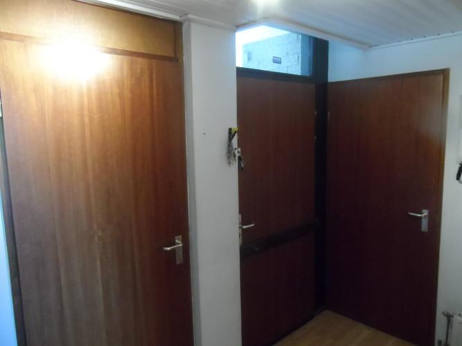 5 bruine deuren en kozijnen wit schilderen spuiten en for Deuren en kozijnen