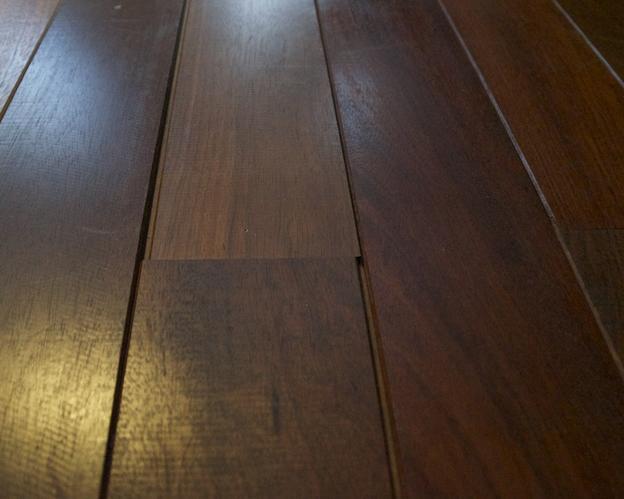 Jatoba houten vloer planken herleggen werkspot